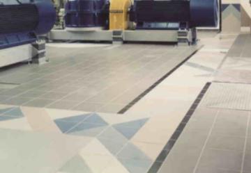 Farbgebung, Glasfenster und Fußbodengestaltung, Wasserkraftwerk Gründing